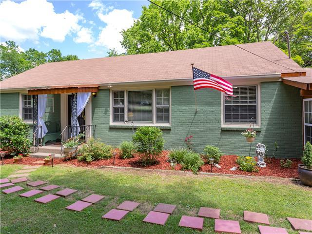 Historic East Nashvillian Bungalow (3 Bdr) with Hot Tub