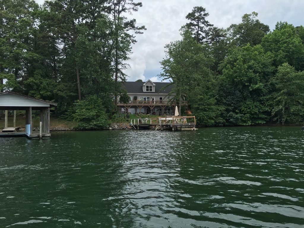 Waterfront: Couples Hideaway Lake Norman